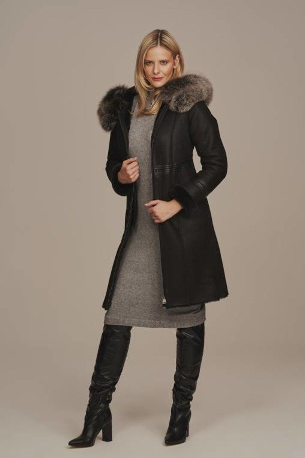 Kożuch damski naturalny z kapturem - Płaszcz zimowy damski z futerkiem