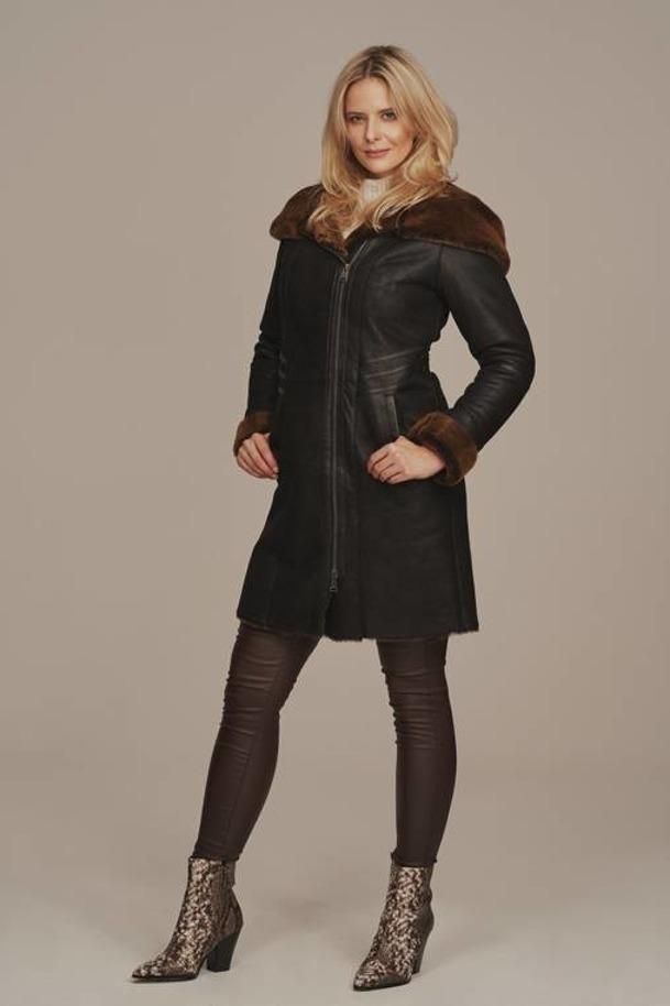 Płaszcz damski zimowy z kapturem czarny