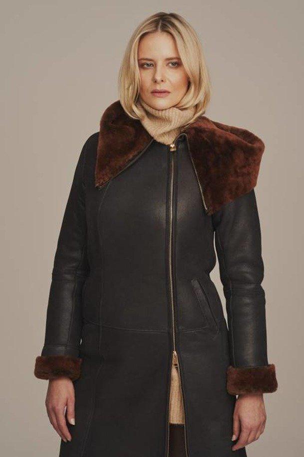 Dámsky čierny zimný kabát s kapucňou