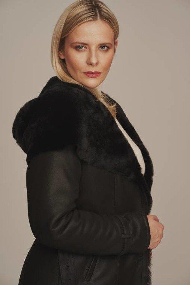 Dlhý dámsky kabát s kapucňou