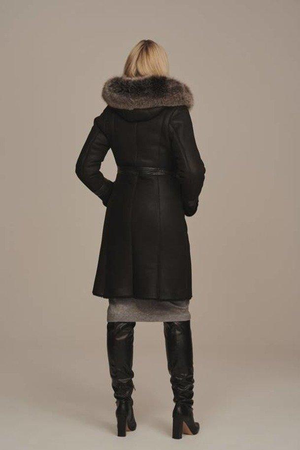 Pravá kožušina po kolená s kapucňou