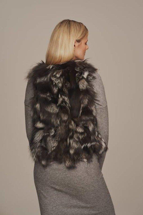Prava kožušinová vesta z kožušiny líšky striebornej